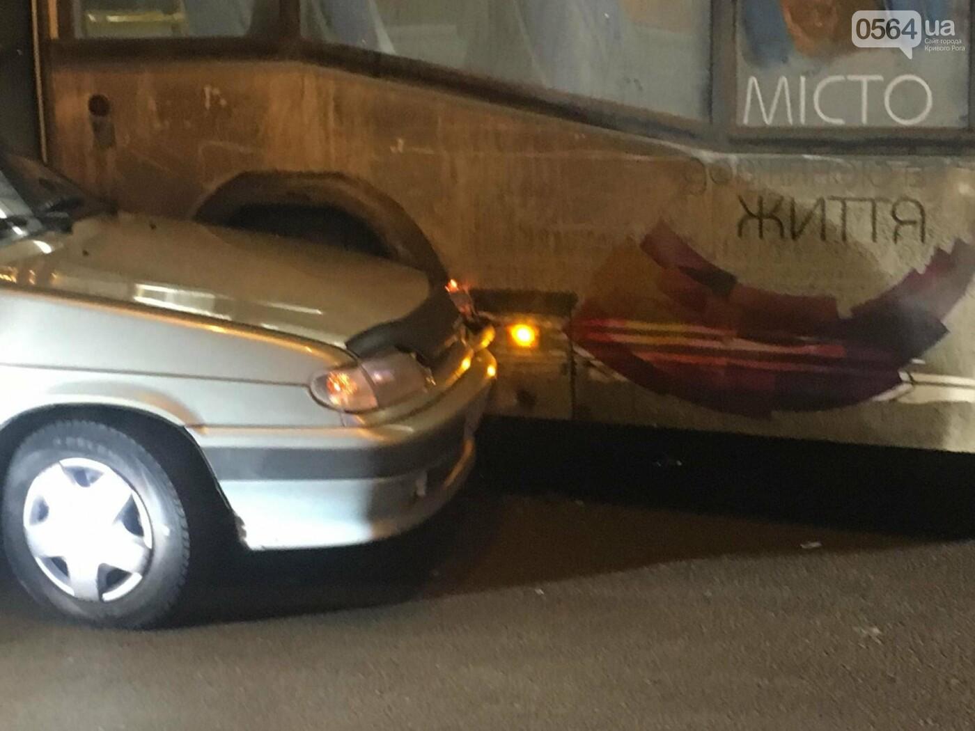 Не везет, так не везет: Один из новых криворожских автобусов попал в ДТП (ФОТО), фото-4