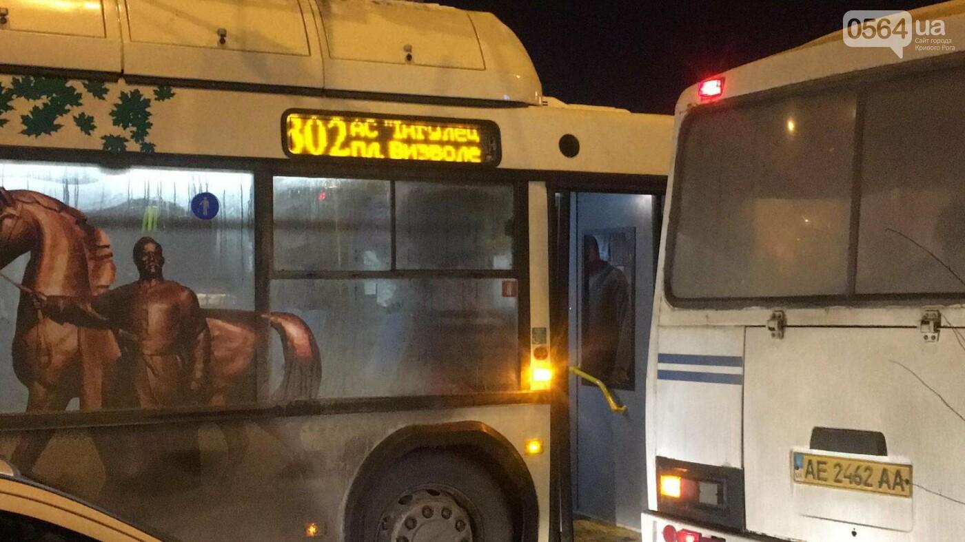 Не везет, так не везет: Один из новых криворожских автобусов попал в ДТП (ФОТО), фото-2