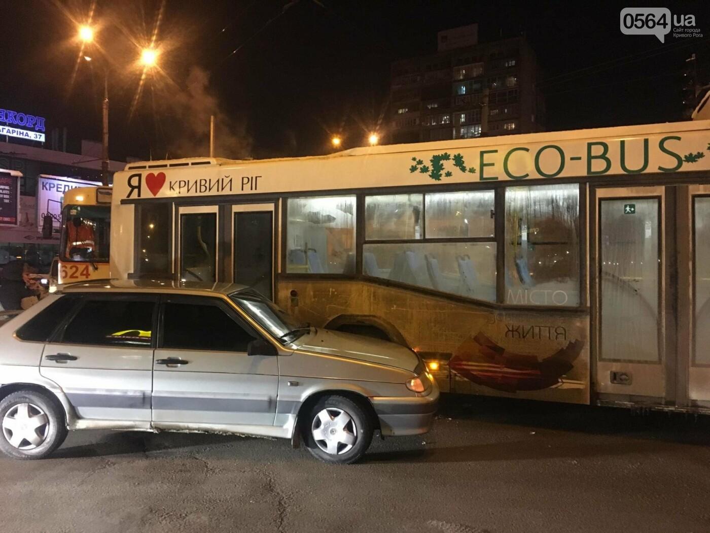 Не везет, так не везет: Один из новых криворожских автобусов попал в ДТП (ФОТО), фото-7