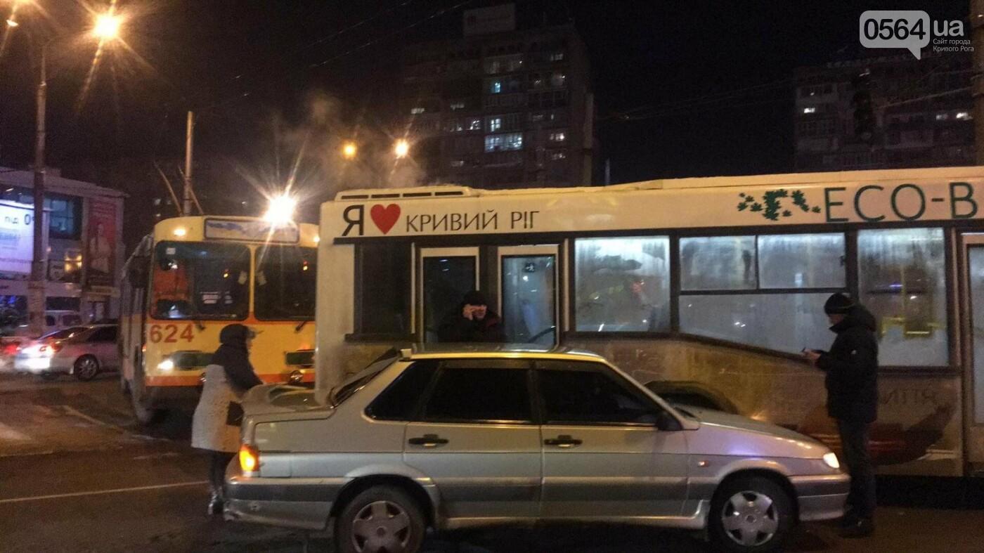 Не везет, так не везет: Один из новых криворожских автобусов попал в ДТП (ФОТО), фото-3