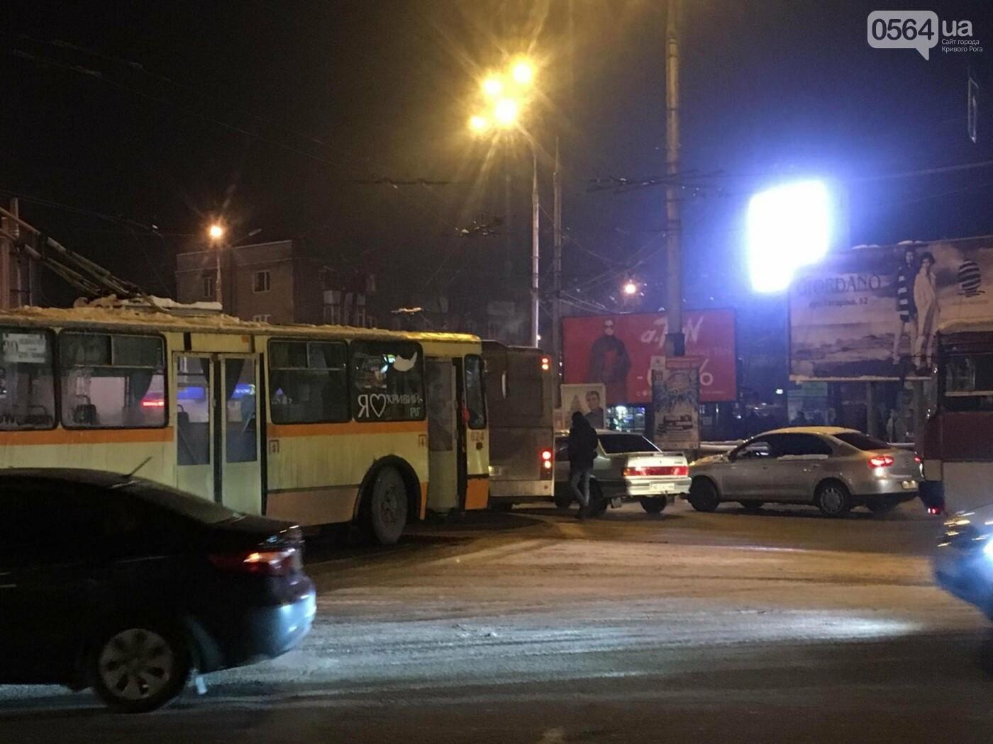 Не везет, так не везет: Один из новых криворожских автобусов попал в ДТП (ФОТО), фото-5