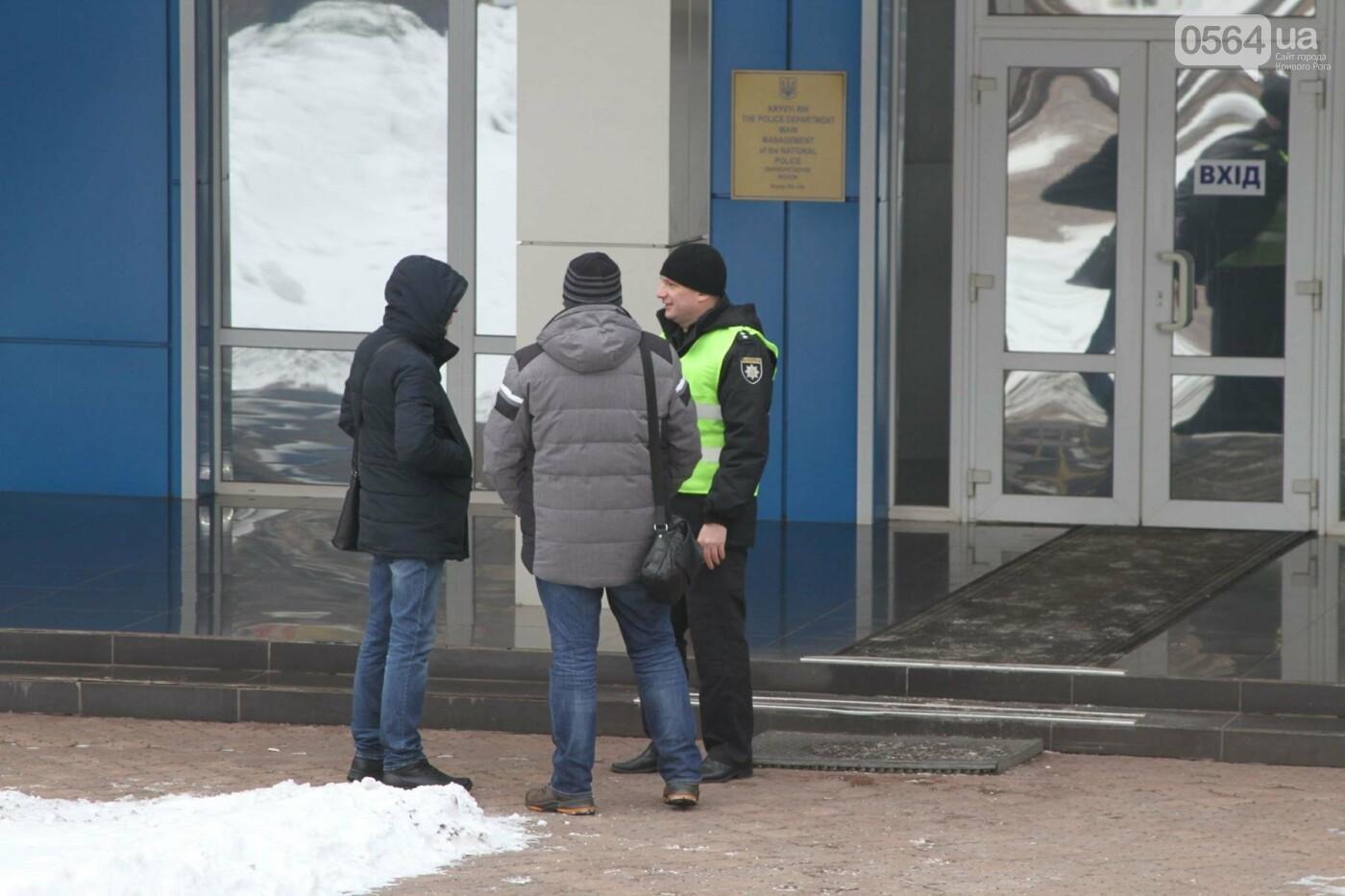 Сотрудники КривбассПВС митинговали под УВД, защищая Константина Борща (ФОТО), фото-1