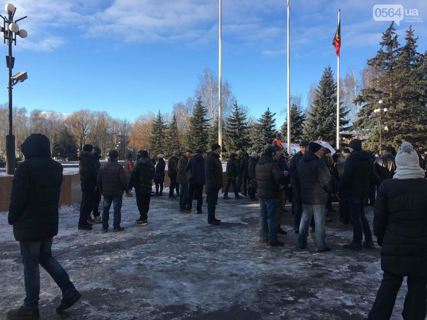 """""""Ми не ваші кріпаки..."""", - под Криворожским горсоветом проходит митинг сотрудников КПВП (ФОТО, ВИДЕО), фото-2"""