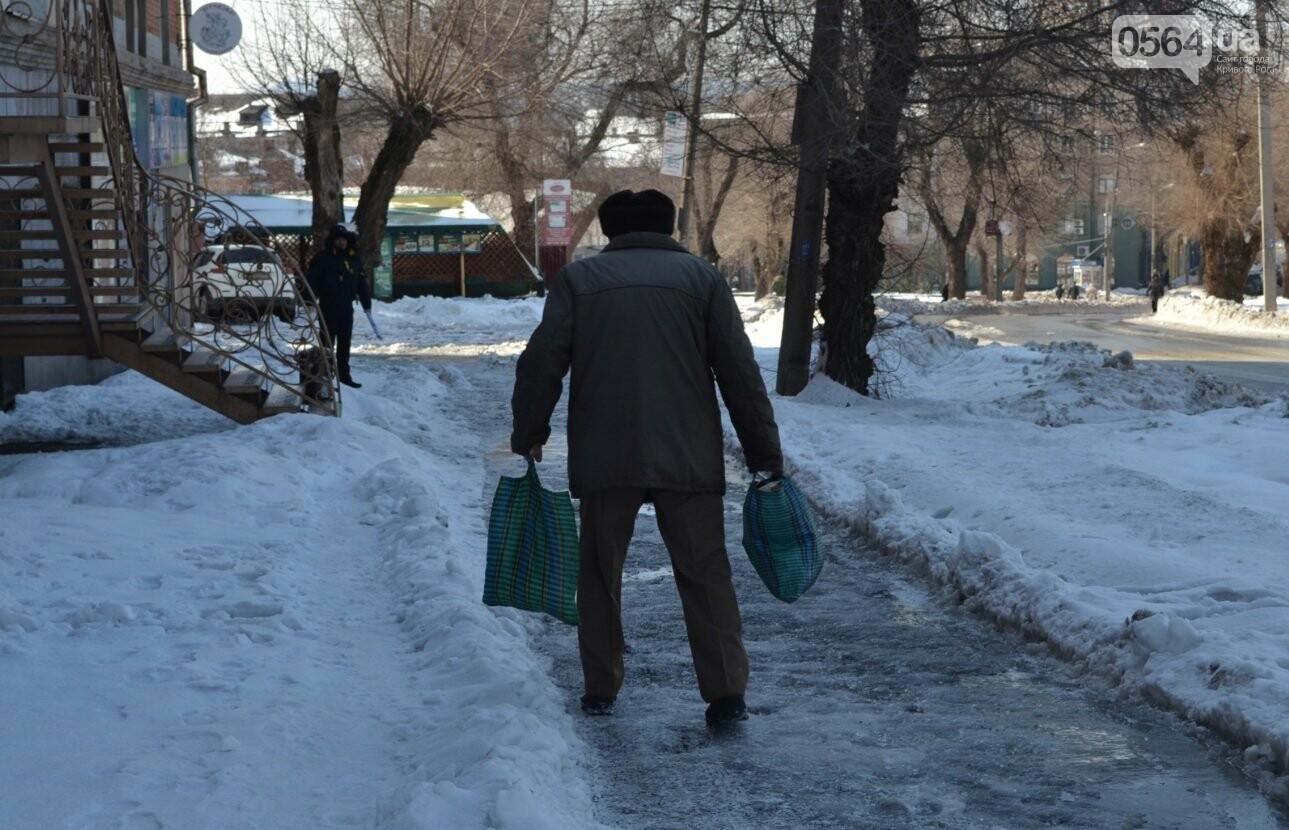 Внимание, гололед: В Кривом Роге проезжая часть для пешеходов безопаснее, чем тротуары (ФОТО), фото-6