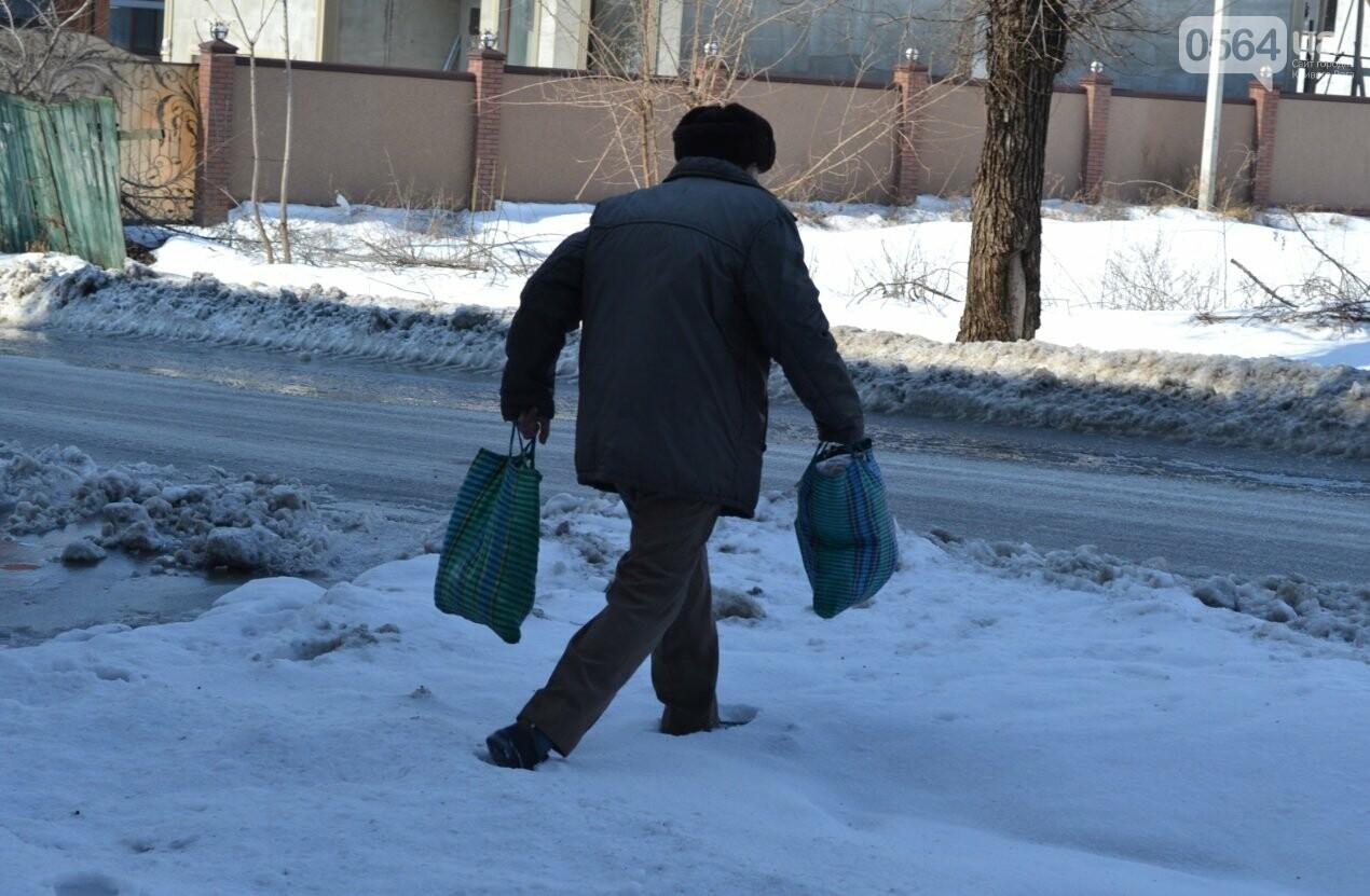 Внимание, гололед: В Кривом Роге проезжая часть для пешеходов безопаснее, чем тротуары (ФОТО), фото-1