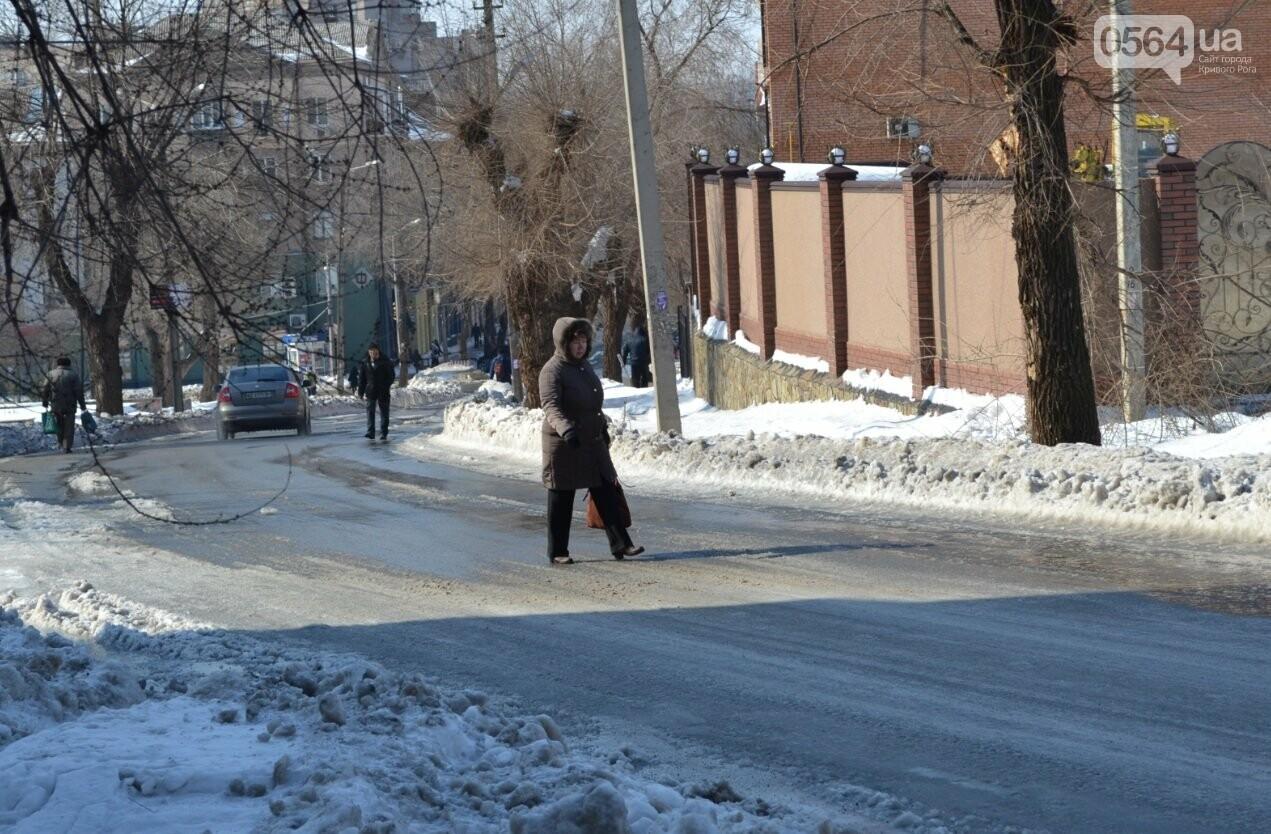 Внимание, гололед: В Кривом Роге проезжая часть для пешеходов безопаснее, чем тротуары (ФОТО), фото-33