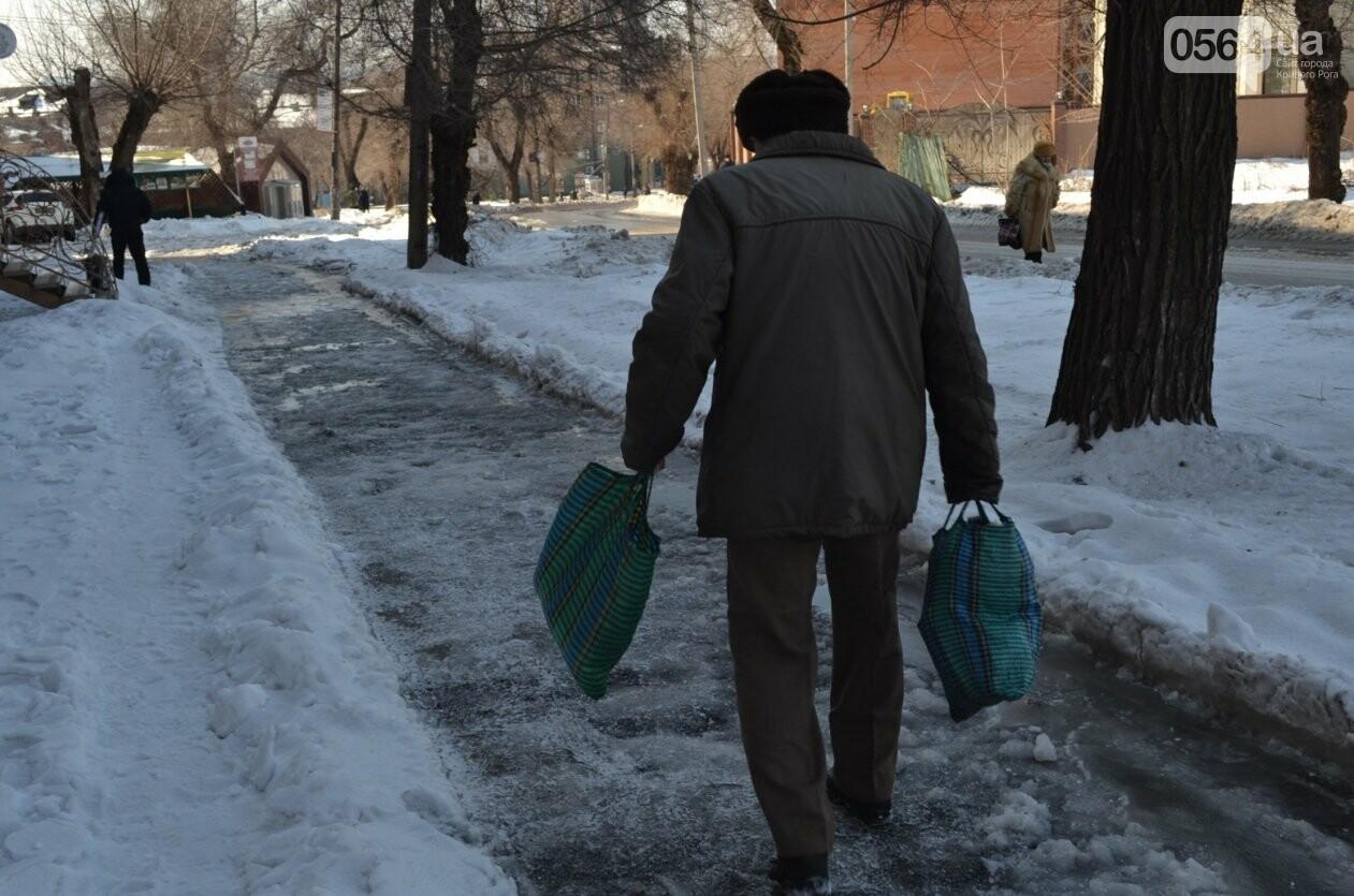 Внимание, гололед: В Кривом Роге проезжая часть для пешеходов безопаснее, чем тротуары (ФОТО), фото-5