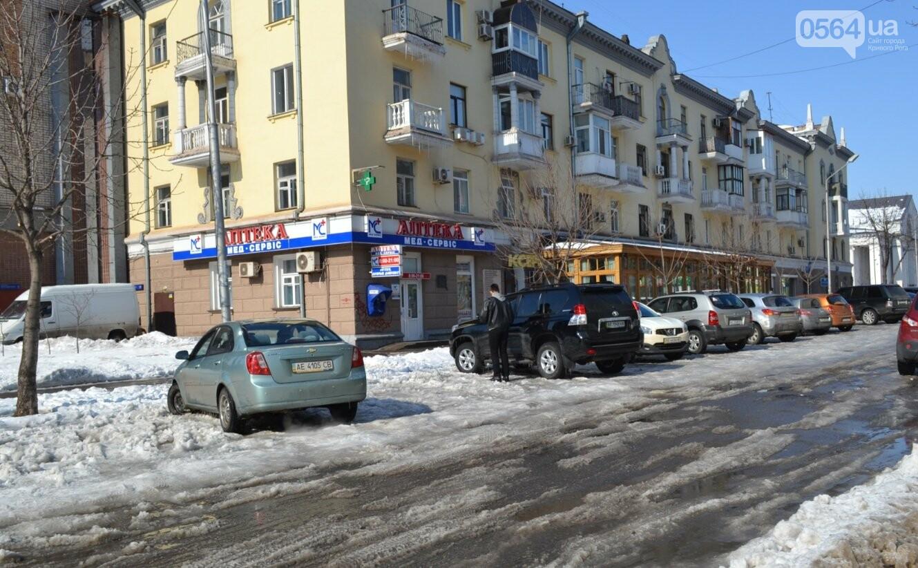 Внимание, гололед: В Кривом Роге проезжая часть для пешеходов безопаснее, чем тротуары (ФОТО), фото-36
