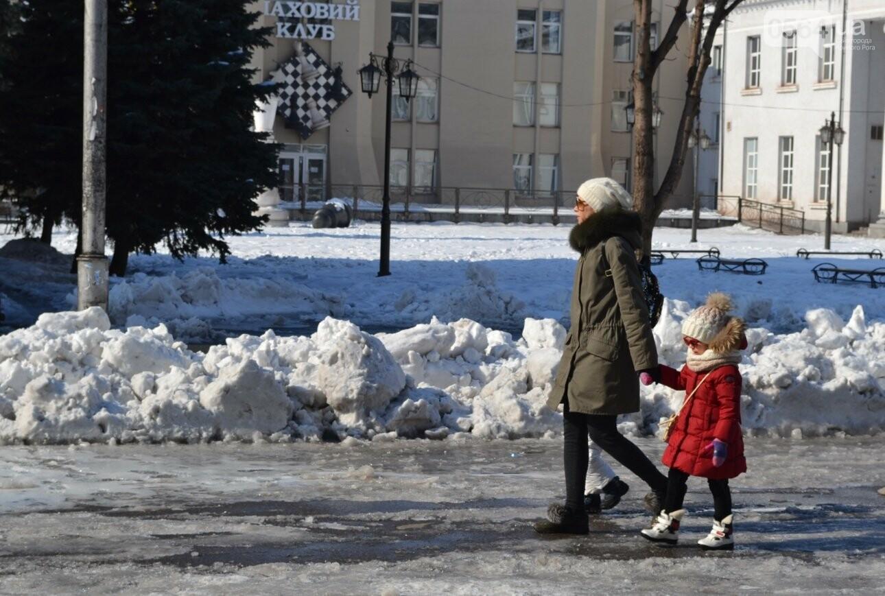 Внимание, гололед: В Кривом Роге проезжая часть для пешеходов безопаснее, чем тротуары (ФОТО), фото-27