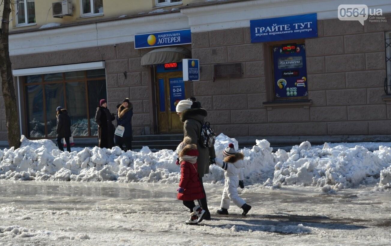 Внимание, гололед: В Кривом Роге проезжая часть для пешеходов безопаснее, чем тротуары (ФОТО), фото-28
