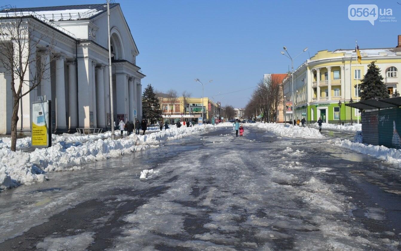 Внимание, гололед: В Кривом Роге проезжая часть для пешеходов безопаснее, чем тротуары (ФОТО), фото-29