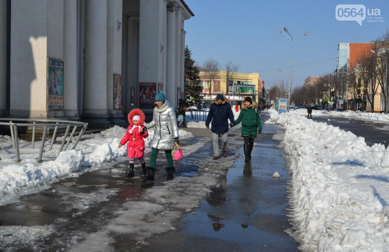 Внимание, гололед: В Кривом Роге проезжая часть для пешеходов безопаснее, чем тротуары (ФОТО), фото-30