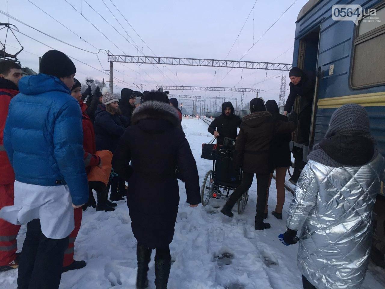 В Кривой Рог вернулся журналист Вячеслав Волк, тяжело раненый во время учений резервистов (ФОТО), фото-17