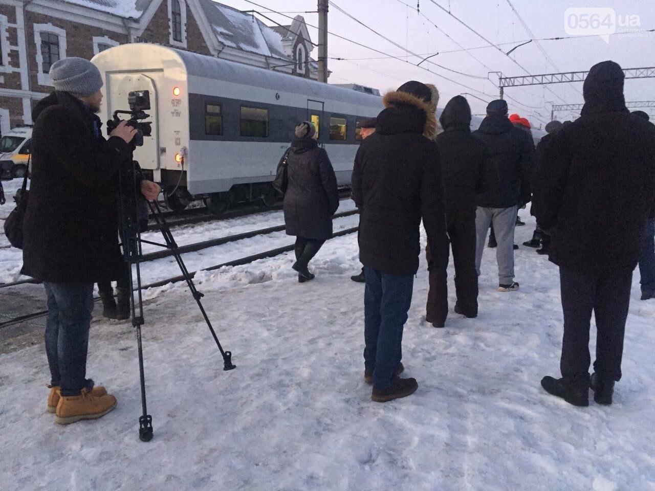 В Кривой Рог вернулся журналист Вячеслав Волк, тяжело раненый во время учений резервистов (ФОТО), фото-15