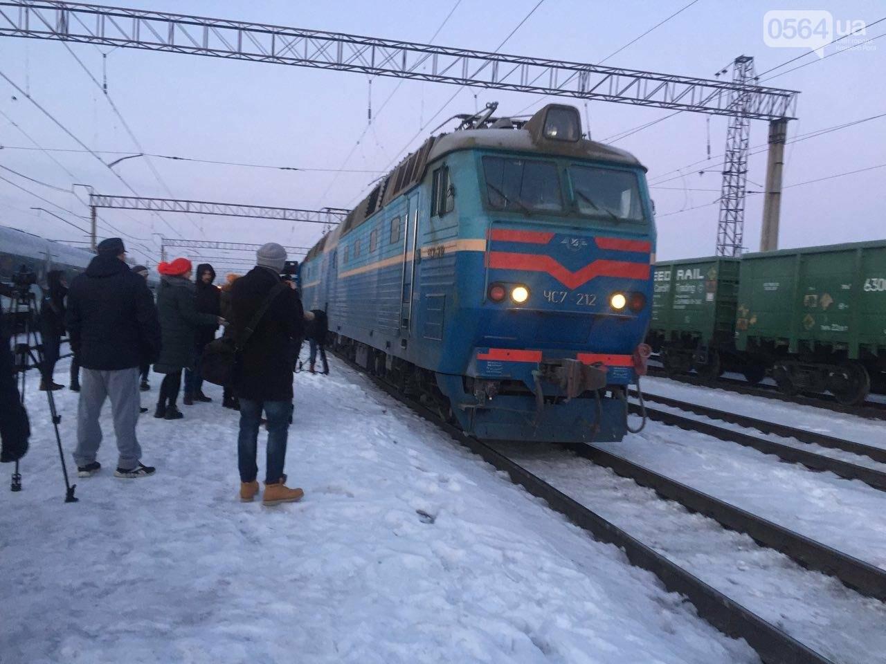 В Кривой Рог вернулся журналист Вячеслав Волк, тяжело раненый во время учений резервистов (ФОТО), фото-13