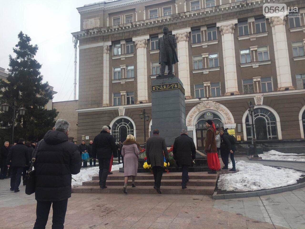 В День рождения Кобзаря криворожские чиновники традиционно пришли к памятнику (ФОТО), фото-9