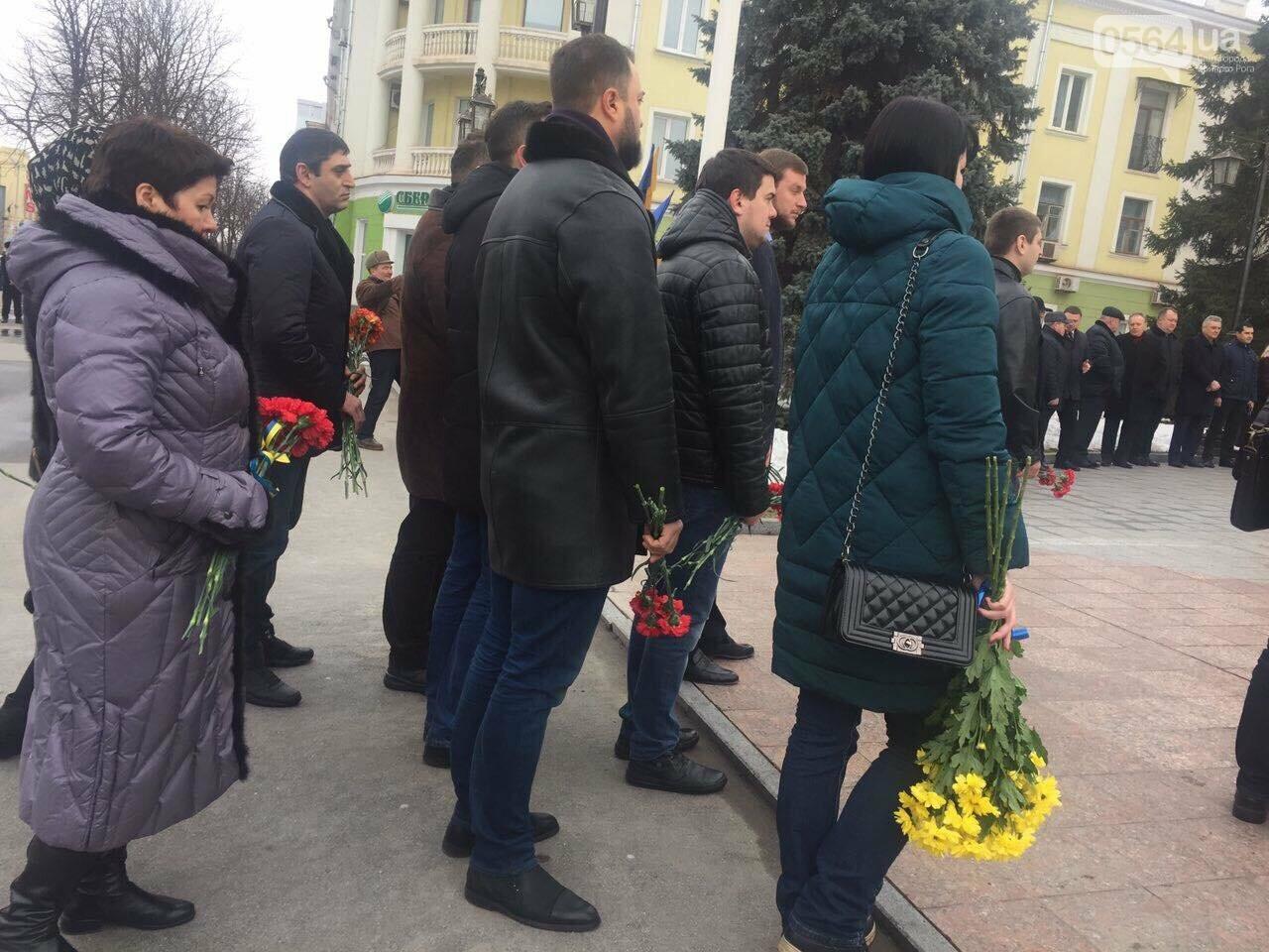 В День рождения Кобзаря криворожские чиновники традиционно пришли к памятнику (ФОТО), фото-10