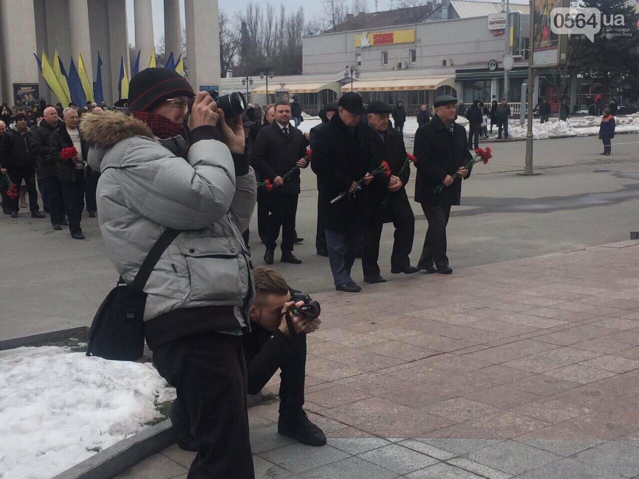 В День рождения Кобзаря криворожские чиновники традиционно пришли к памятнику (ФОТО), фото-12