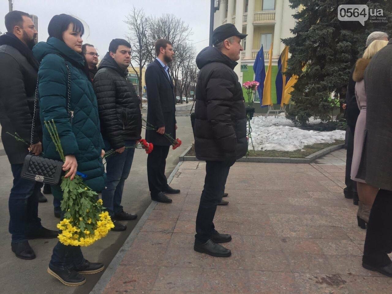 В День рождения Кобзаря криворожские чиновники традиционно пришли к памятнику (ФОТО), фото-13