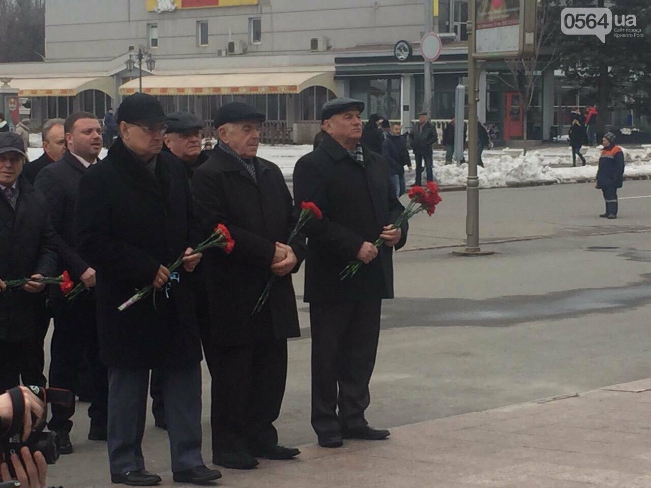 В День рождения Кобзаря криворожские чиновники традиционно пришли к памятнику (ФОТО), фото-3