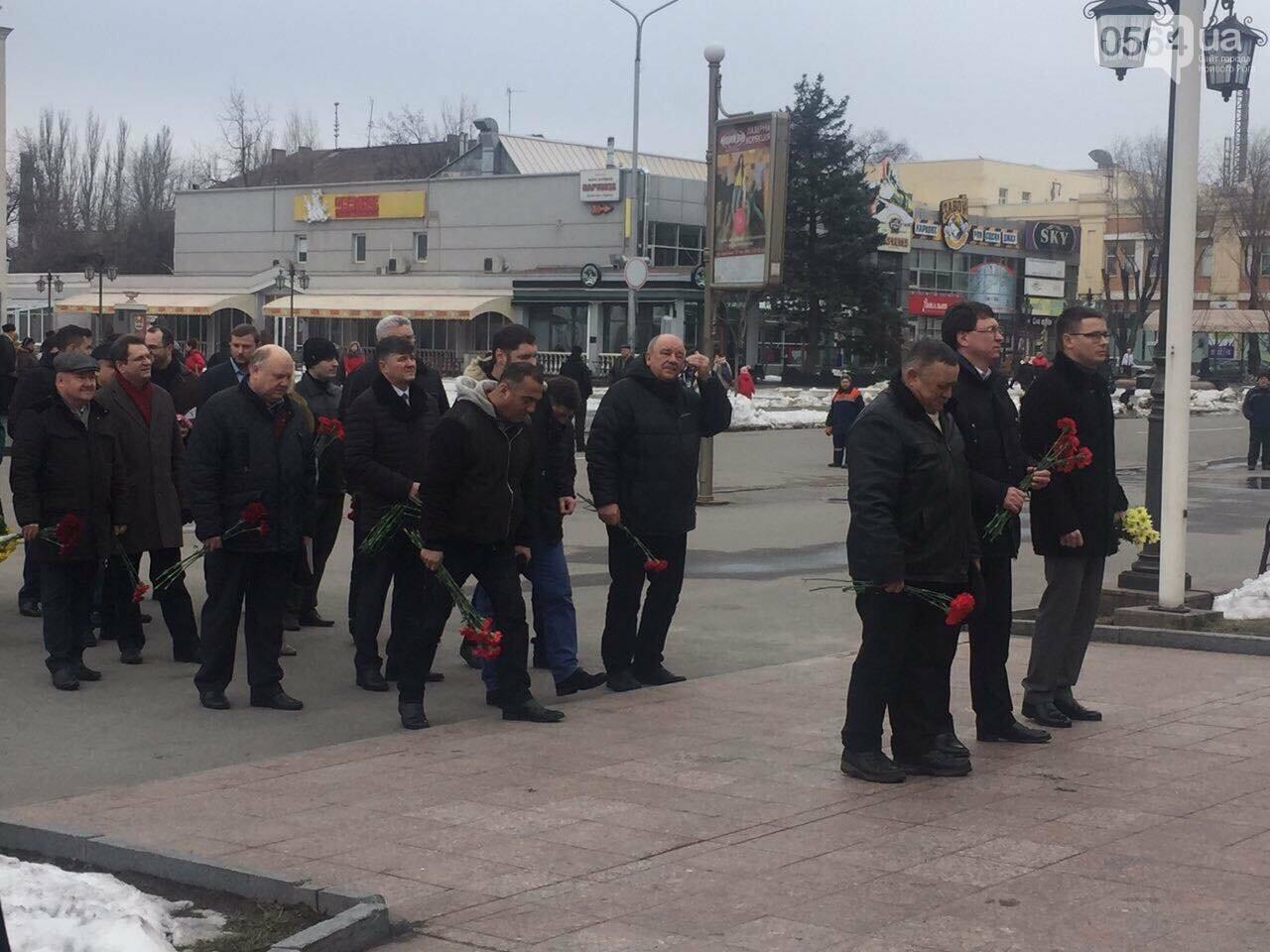 В День рождения Кобзаря криворожские чиновники традиционно пришли к памятнику (ФОТО), фото-15