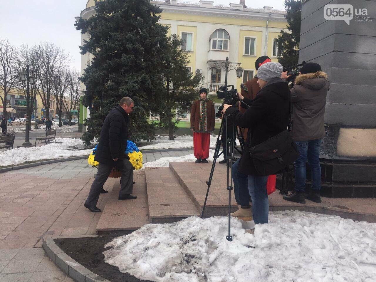 В День рождения Кобзаря криворожские чиновники традиционно пришли к памятнику (ФОТО), фото-16