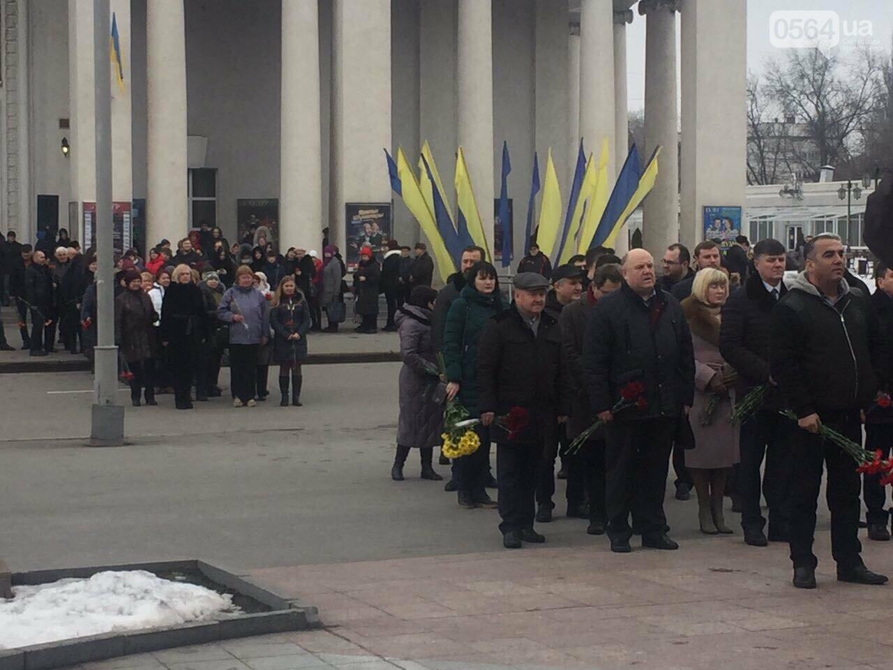 В День рождения Кобзаря криворожские чиновники традиционно пришли к памятнику (ФОТО), фото-7