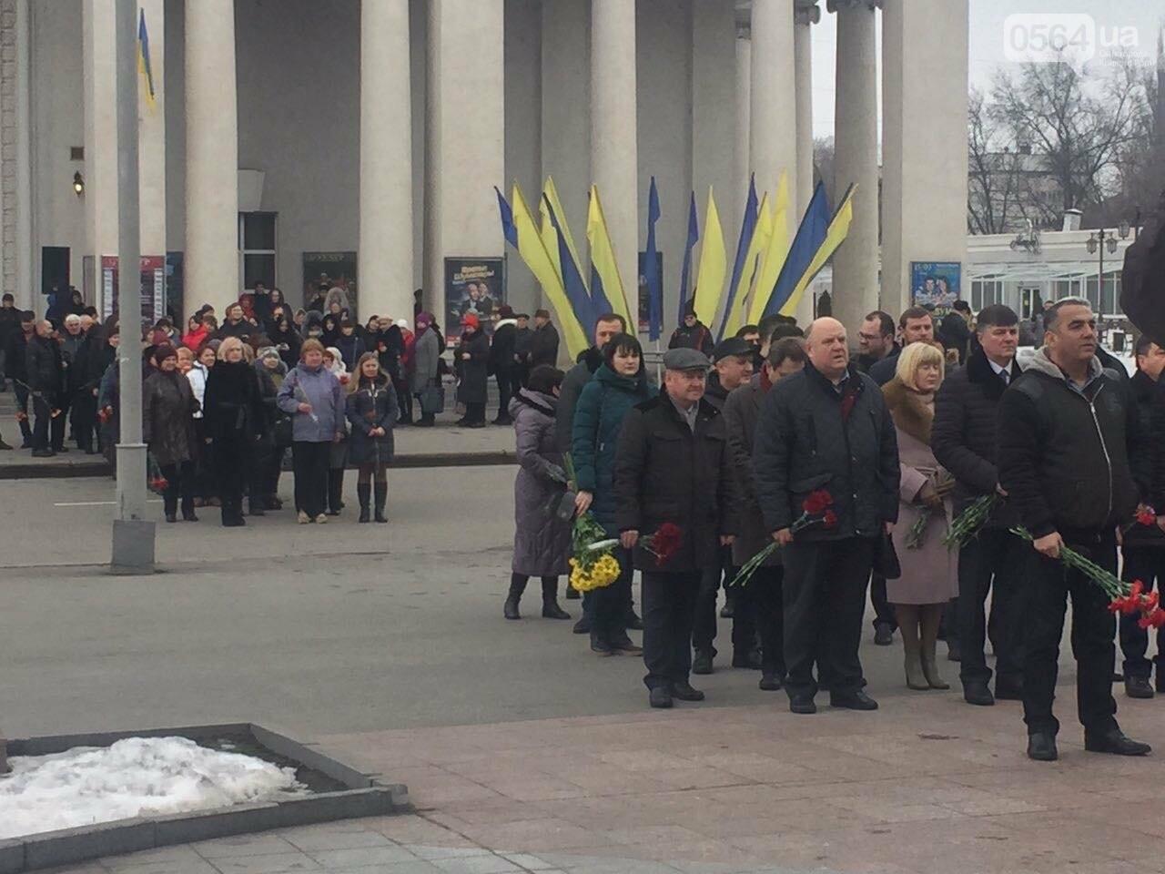 В День рождения Кобзаря криворожские чиновники традиционно пришли к памятнику (ФОТО), фото-8