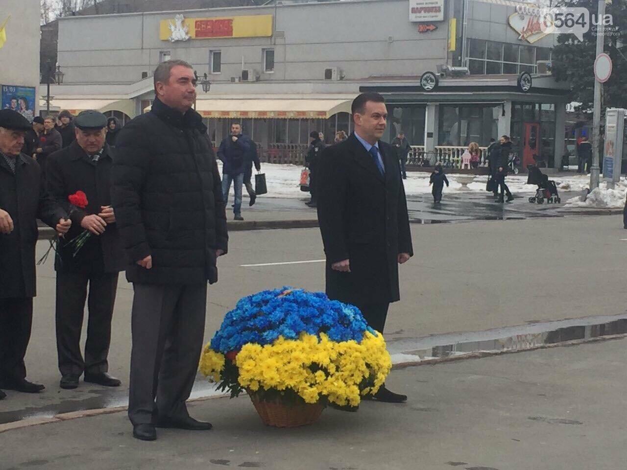 В День рождения Кобзаря криворожские чиновники традиционно пришли к памятнику (ФОТО), фото-1