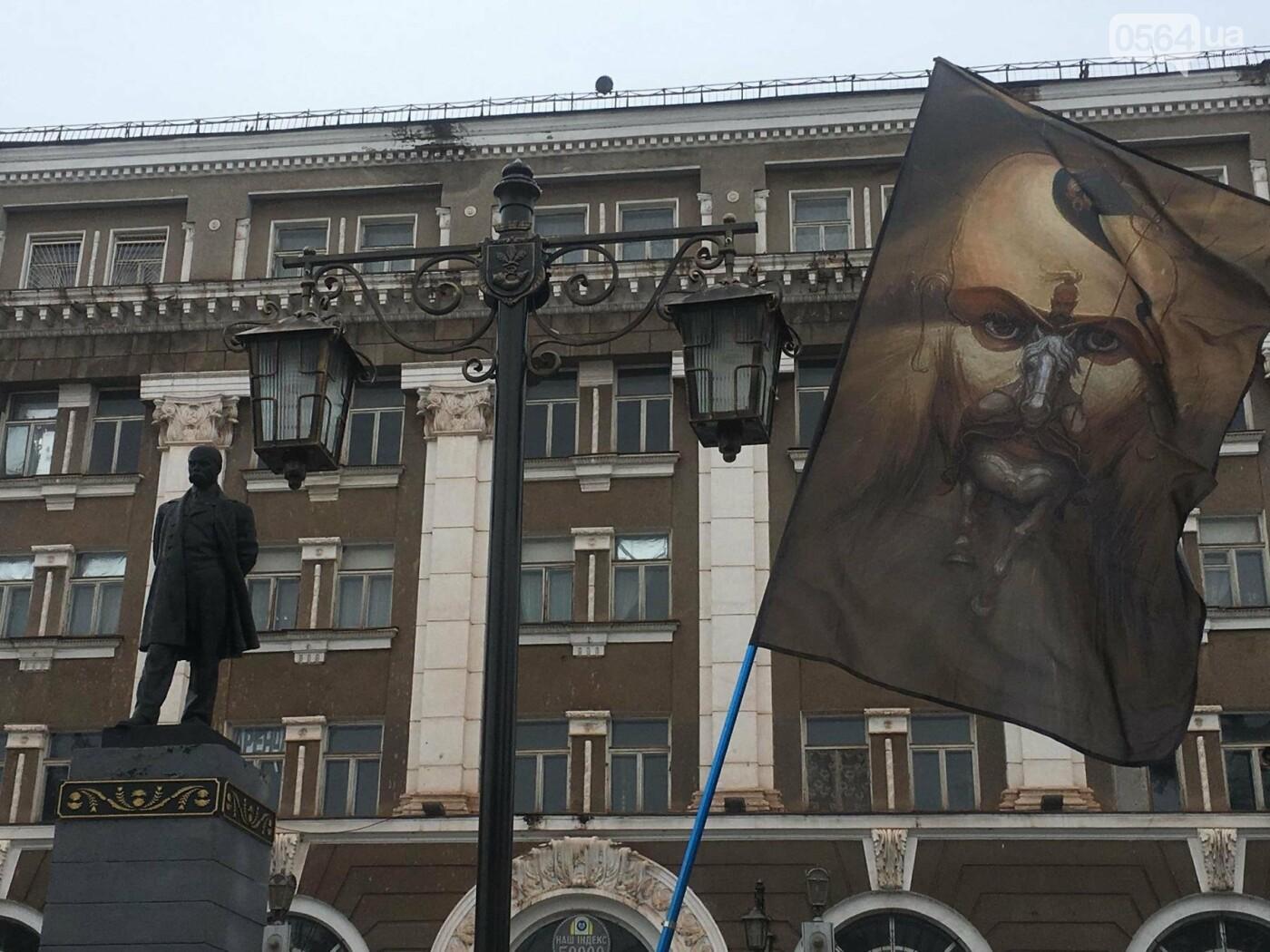 Над проспектом Почтовым в Кривом Роге сегодня звучат слова Кобзаря (ФОТО, ВИДЕО), фото-3