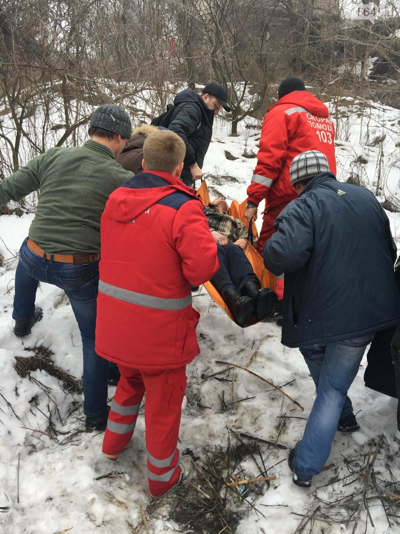 Неравнодушные жители Кривого Рога помогли в поисках мужчины, провалившегося в яму в районе станции скоростного трамвая (ФОТО), фото-1