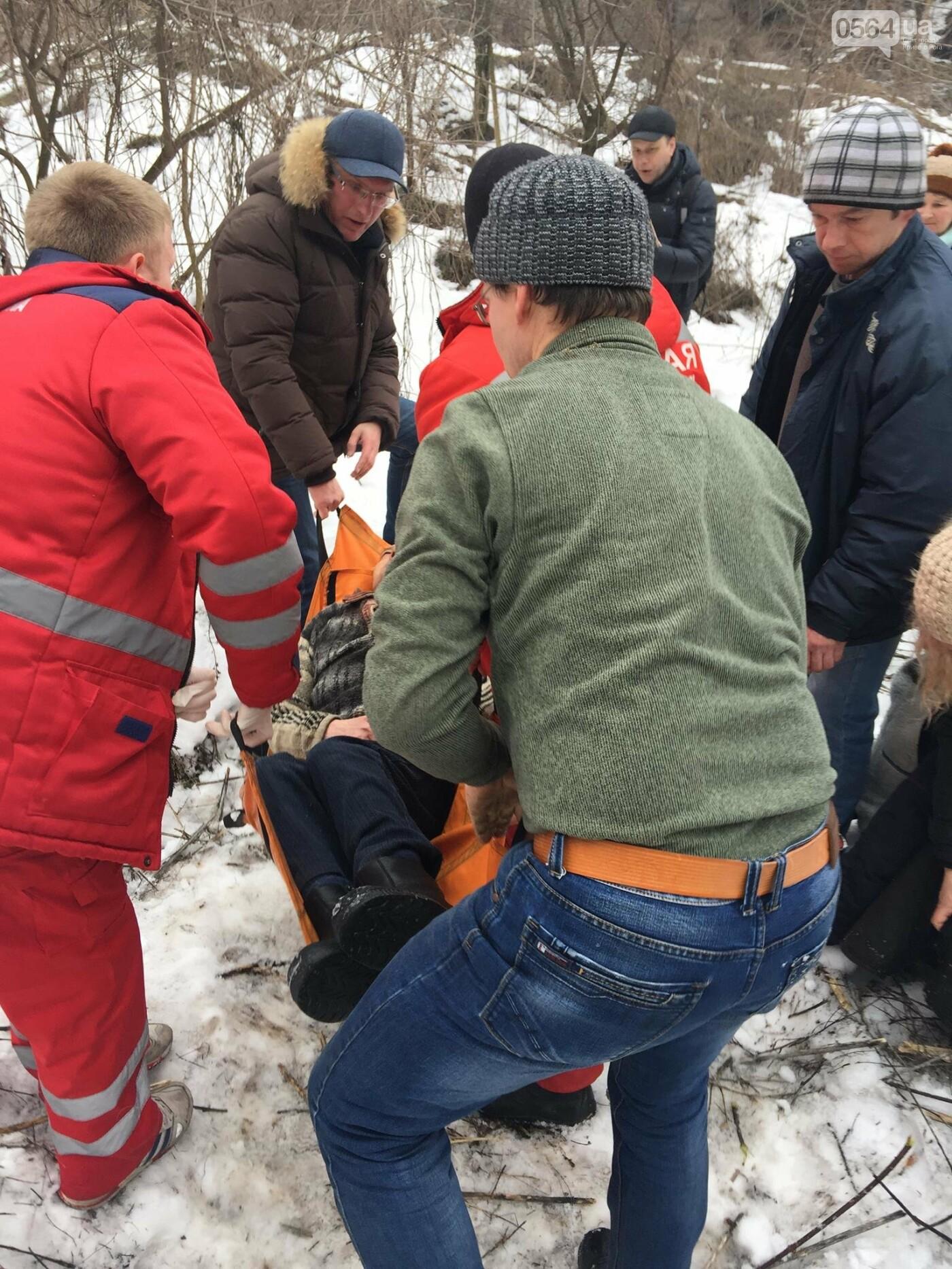 Неравнодушные жители Кривого Рога помогли в поисках мужчины, провалившегося в яму в районе станции скоростного трамвая (ФОТО), фото-2