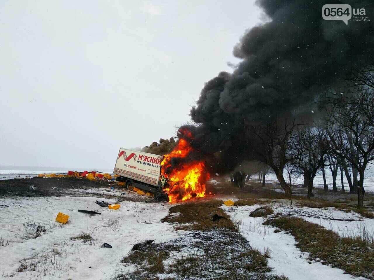 На Днепропетровщине грузовик столкнулся с легковушкой. 3 человека погибли (ФОТО), фото-1