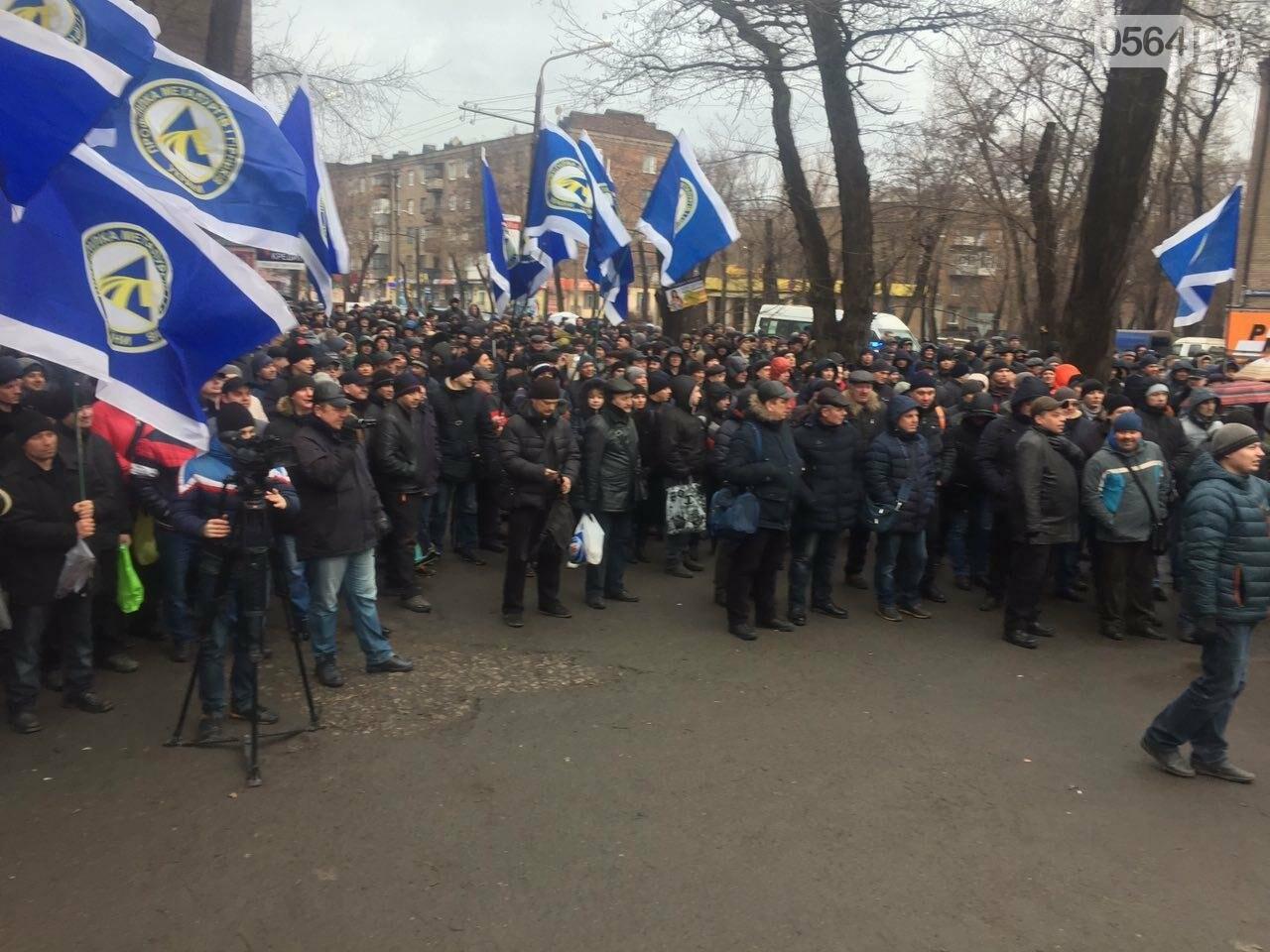 В Кривом Роге сотни работников промышленного гиганта вышли на митинг (ФОТО), фото-3