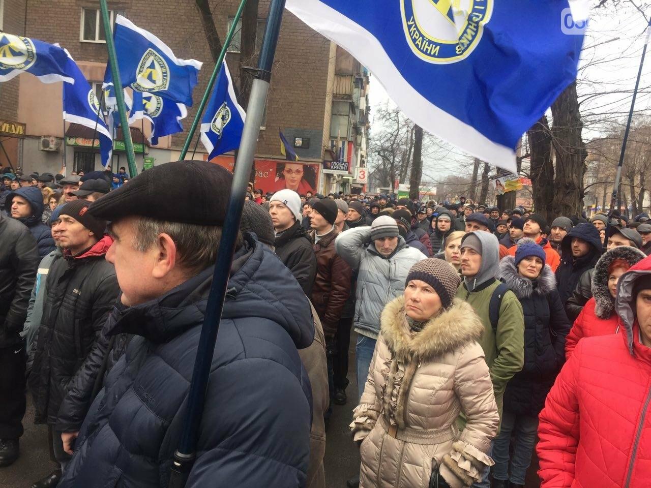 В Кривом Роге сотни работников промышленного гиганта вышли на митинг (ФОТО), фото-9
