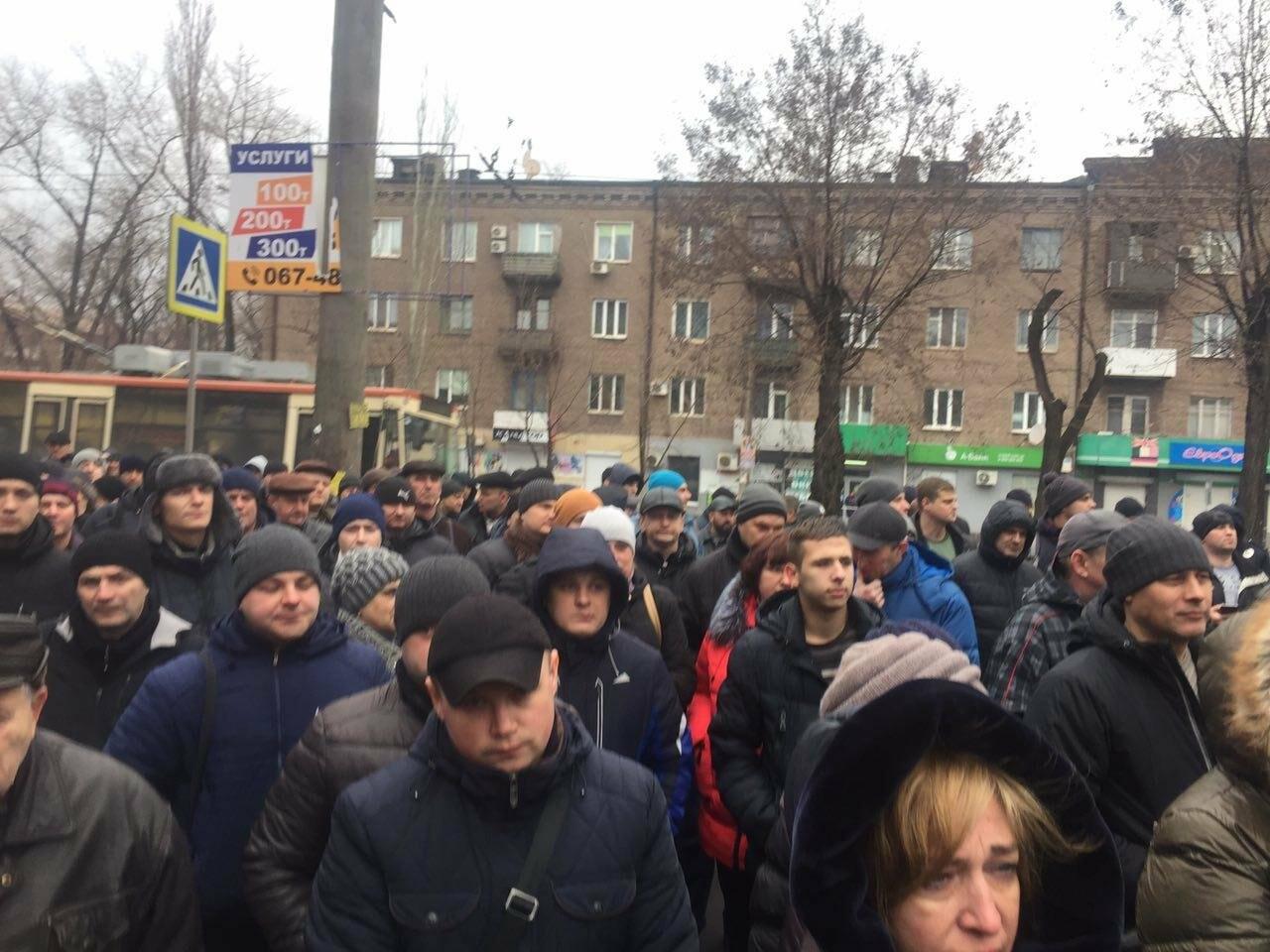 В Кривом Роге сотни работников промышленного гиганта вышли на митинг (ФОТО), фото-5