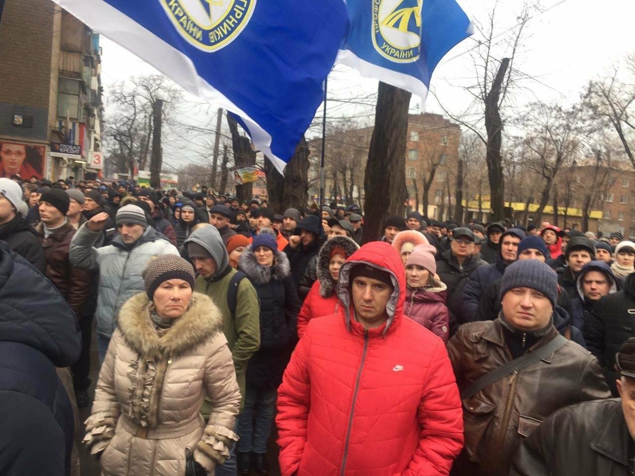 В Кривом Роге сотни работников промышленного гиганта вышли на митинг (ФОТО), фото-6