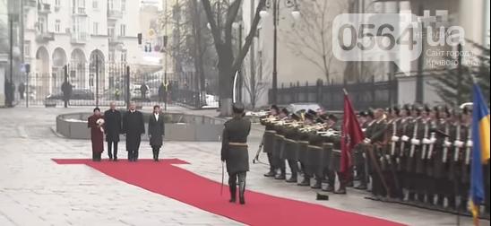 Криворожанин стал участником курьезного случая во время официальной церемонии приветствия Президента (ФОТО, ВИДЕО), фото-2
