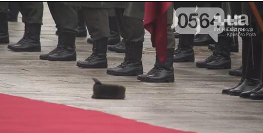 Криворожанин стал участником курьезного случая во время официальной церемонии приветствия Президента (ФОТО, ВИДЕО), фото-1