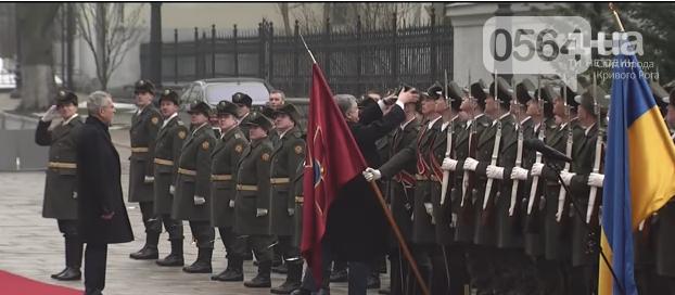 Криворожанин стал участником курьезного случая во время официальной церемонии приветствия Президента (ФОТО, ВИДЕО), фото-5