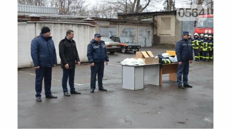 Криворожским спасателям торжественно вручили новый автомобиль и спецодежду (ФОТО), фото-1