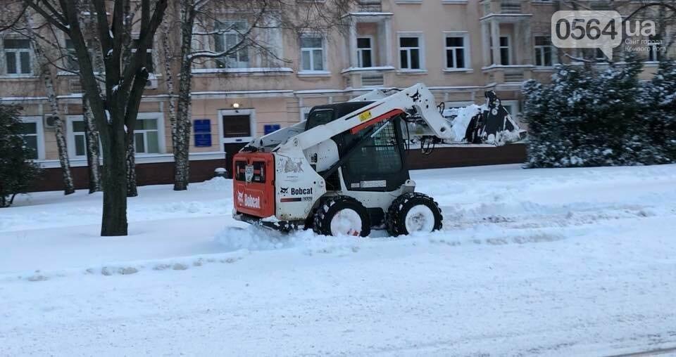 """В мэрии Кривого Рога заверили - снегоборьба длится круглосуточно. Предпринимателям передали """"благодарность"""" (ФОТО), фото-2"""