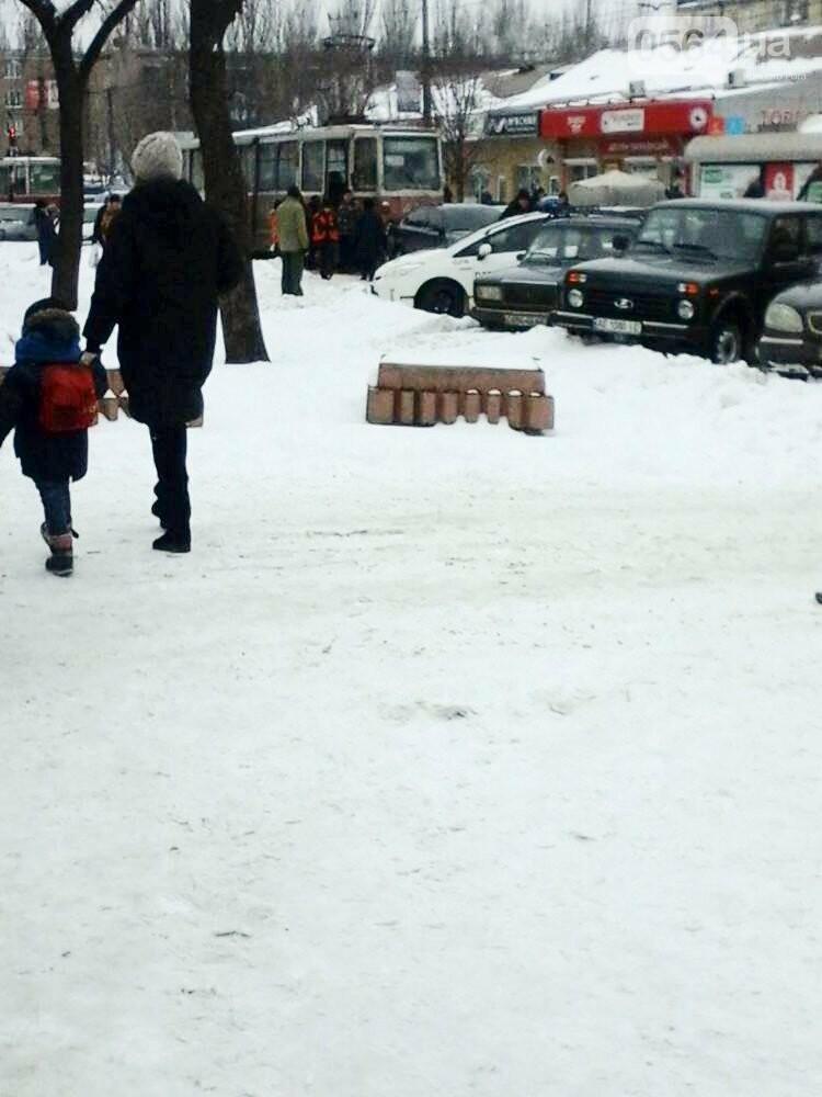 В Кривом Роге не поделили дорогу иномарка и трамвай (ФОТО), фото-1