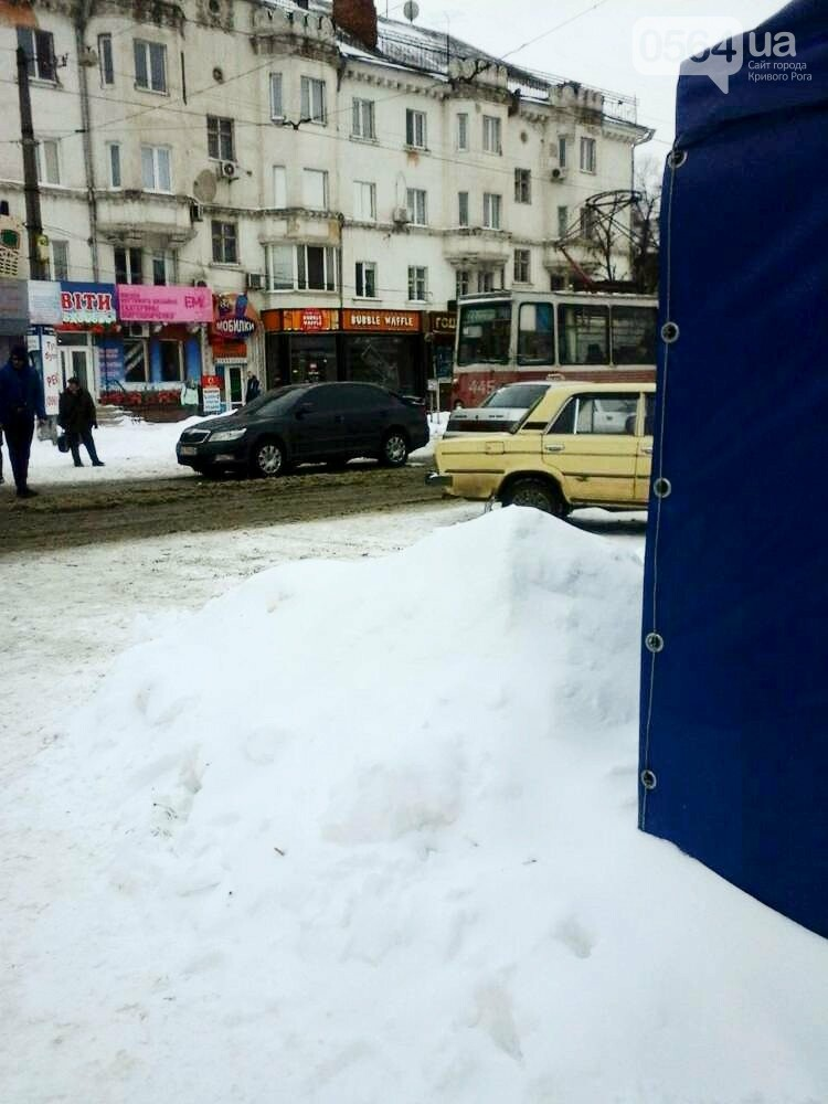 В Кривом Роге не поделили дорогу иномарка и трамвай (ФОТО), фото-2