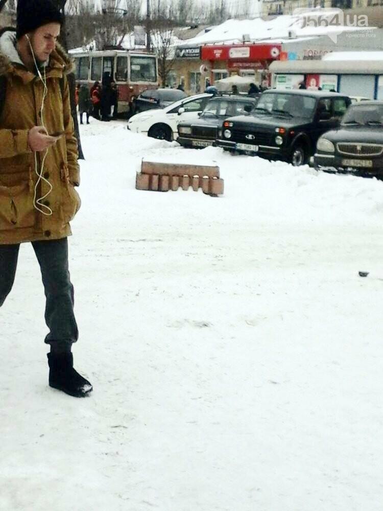 В Кривом Роге не поделили дорогу иномарка и трамвай (ФОТО), фото-3
