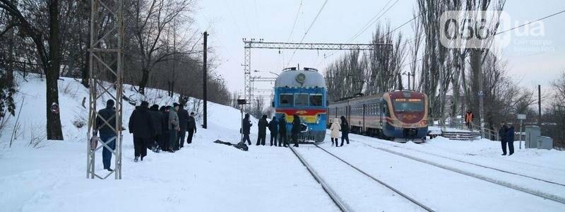 На Днепропетровщине двое мужчин попали под дизель. Один умер на месте (ФОТО), фото-1