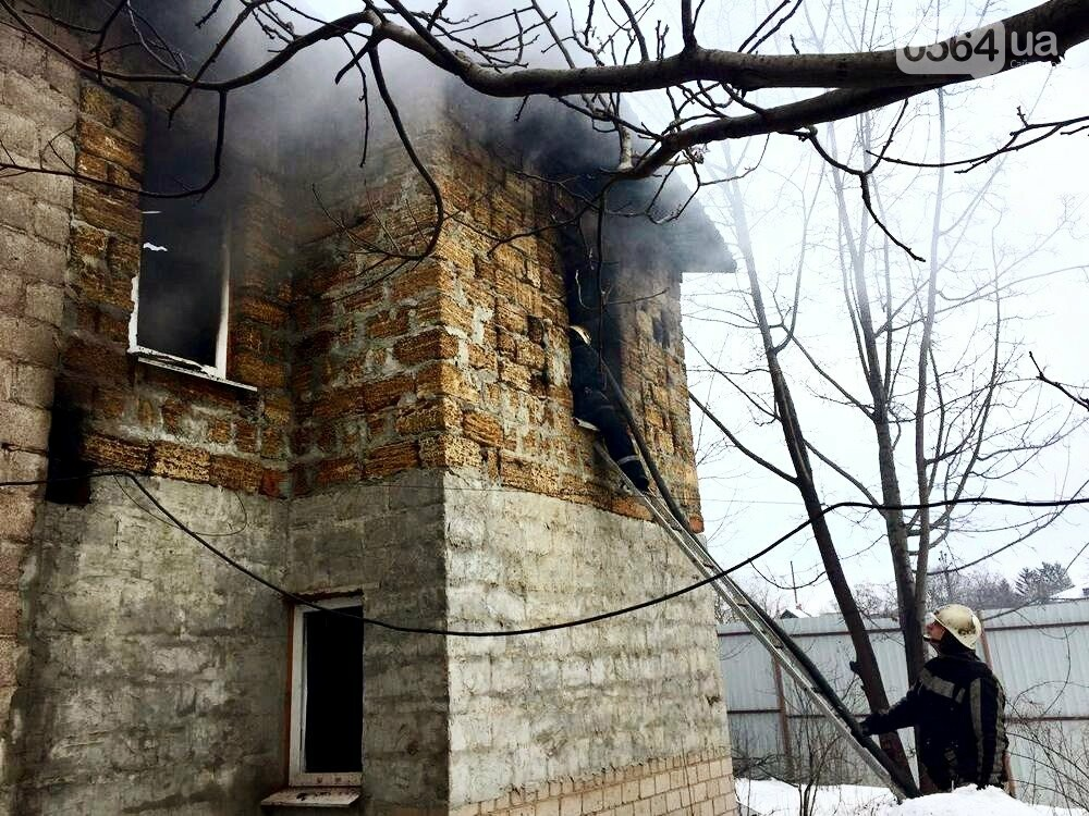 В Кривом Роге в частном двухэтажном доме возник масштабный пожар (ФОТО), фото-4
