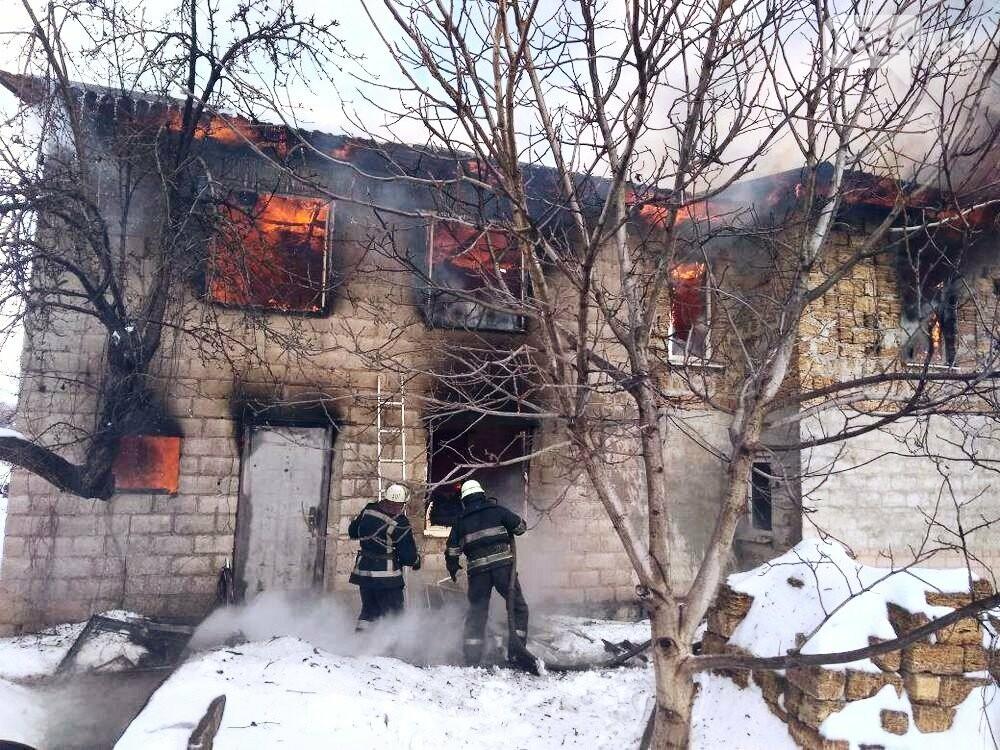 В Кривом Роге в частном двухэтажном доме возник масштабный пожар (ФОТО), фото-5