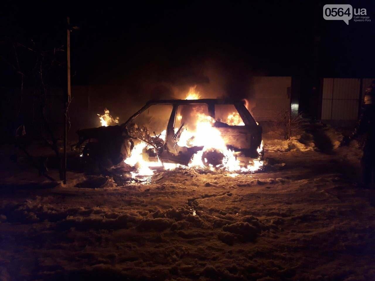 В Кривом Роге во дворе частного дома сгорел элитный автомобиль (ОБНОВЛЕНО, ФОТО), фото-1