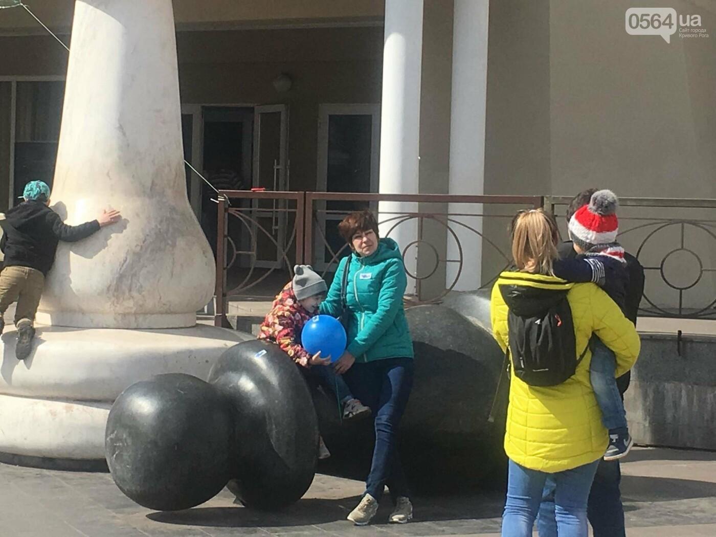 В Кривом Роге проходит акция ко Всемирному дню распространения информации о проблеме аутизма (ФОТО), фото-1